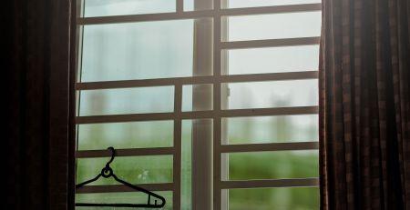 прозорец със закачалка